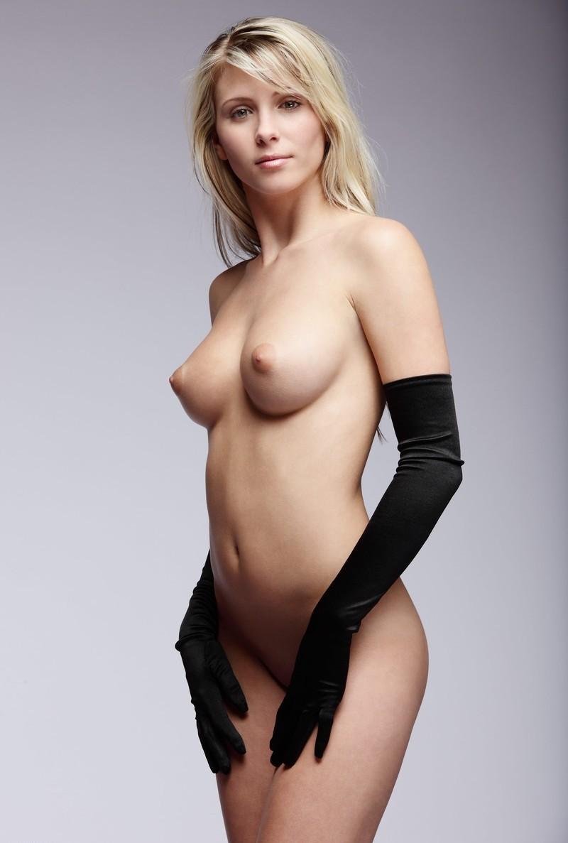 Schöne spitze Brüste haben etwas junges
